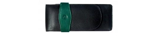 Estuche de cuero negro y verde Pelikan para tres instrumentos.
