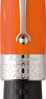 Detalle del bolígrafo Miya Carbono Naranja de Montegrappa
