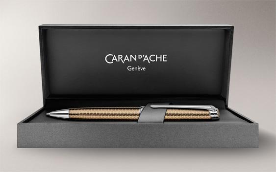 Bolígrafo Caran d'Ache Léman Caviar Estuche