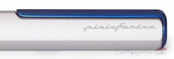 Capuchón del bolígrafo Napkin PininFarina ONE azul plata con inscripción de la marca