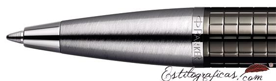 Detalle de boquilla del bolígrafo Parker IM Premium Deep Gun Metal Chiselled