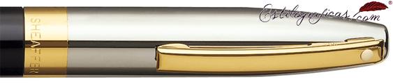Detalle de punto blanco, capuchón y clip del bolígrafo Legacy Heritage Laca Negra y Paladio de Sheaffer