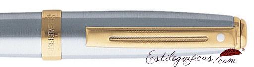 Detalle de bolígrafos Prelude cromo cepillado con detalles dorados