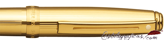 Detalle del bolígrafo Prelude bañado en oro con acabado acanalado