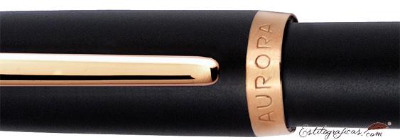 Detalle de acabado Aurora Style resina mate negra y oro rosa