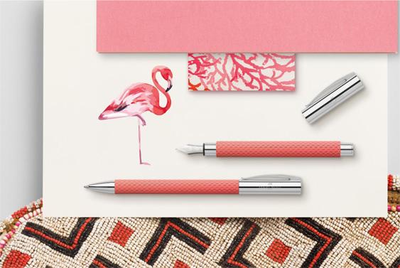 Publicidad de la estilográfica y el bolígrafo Flamenco de Faber-Castell