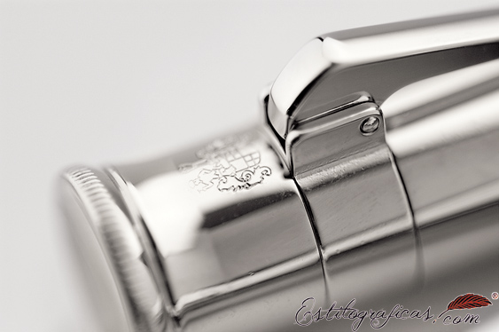 Detalle del clip con anagrama de estilográficas Graf von Faber Castell