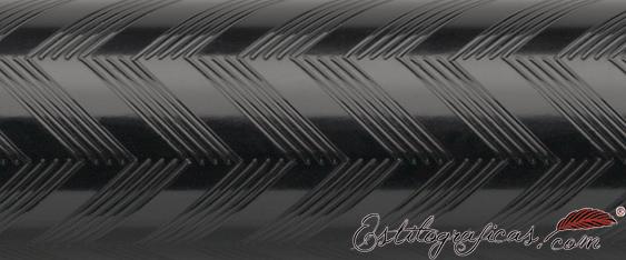 Detalle de grabado de rollerball Guilloche Chevron