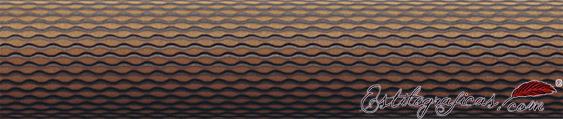 Detalle de grabado del rollerball Guilloche Cognac