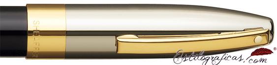 Detalle de punto blanco, capuchón y clip de pluma estilográfica Laca Negra y Paladio