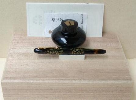 Detalle caja presentación Namiki Yukari Bambú