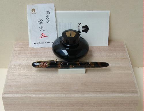 Detalle caja presentación Namiki Yukari Swallows
