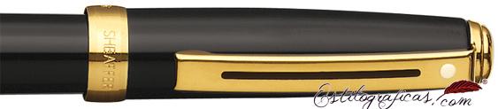 Detalle de pluma estilográfica Prelude enlacada en negro brillante y detalles dorados
