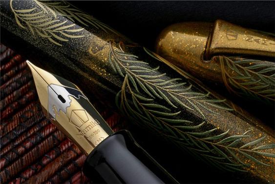 Detalle plumín Namiki Yukari Royale Snowy Egret